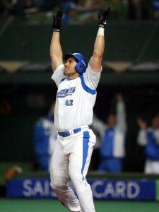 2004年の日本シリーズ第3戦で勝ち越しの満塁本塁打を放った西武・カブレラ